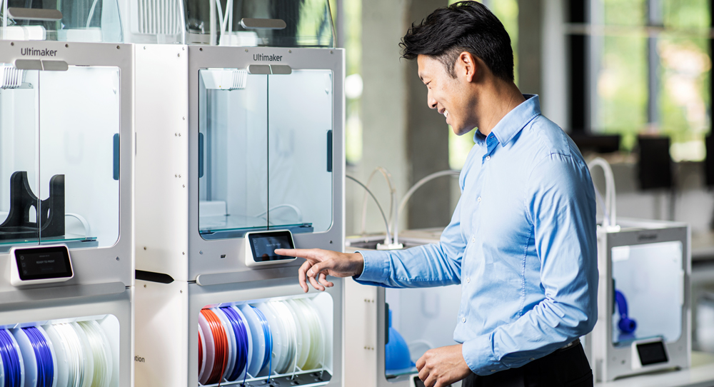 Ultimaker S5 - An integrated touchscreen allows easy, intuitive control